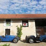 bugatti voiture d'exception collection garage fermé accueil location vacance de charme sud-ouest