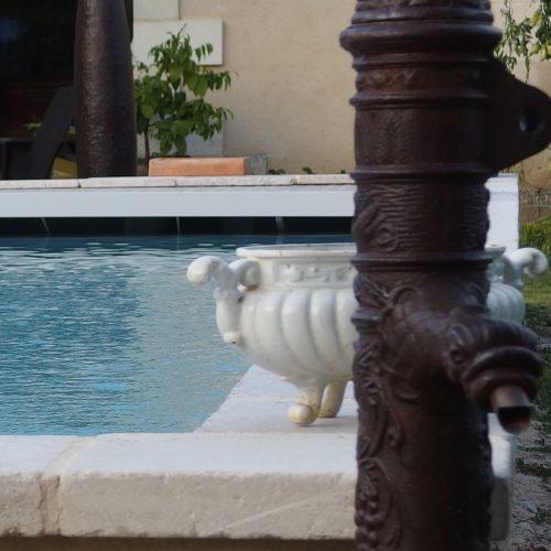 piscine chauffée sécurisée pool house sculptures métal art coin secret dordogne perigord vacance