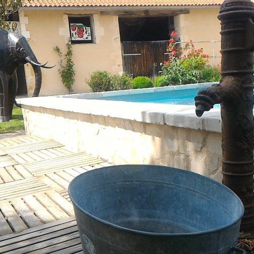 piscine chauffée à 27° pool house wc douche frigo congélateur hamac transat