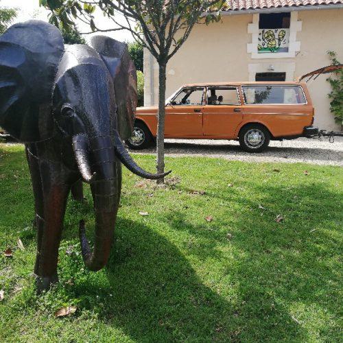 volvo orange années 60 70 sculpture éléphant métal