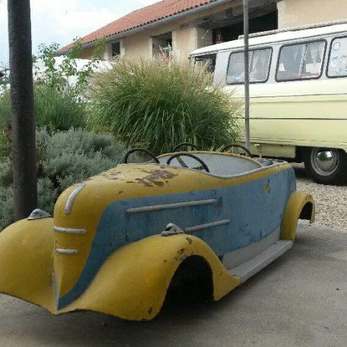 voiture vintage terrasse location vacances dordogne périgord